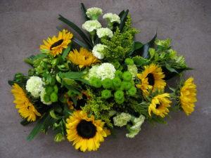 zonnebloemen chrysant anjer geel groen